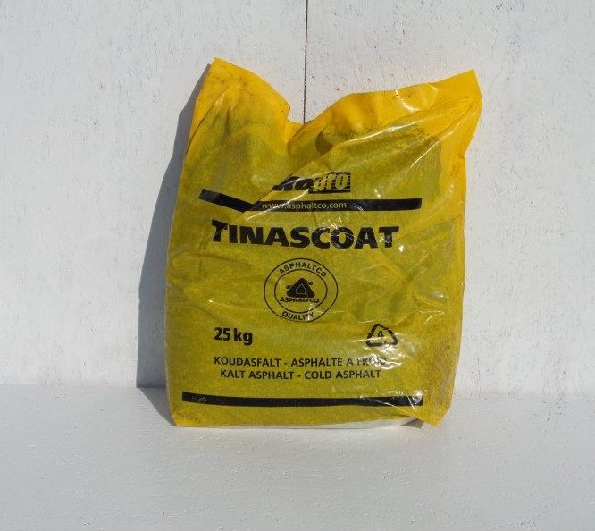 Tinascoat asfaltinpaikkausmassa säkkipakkauksessa